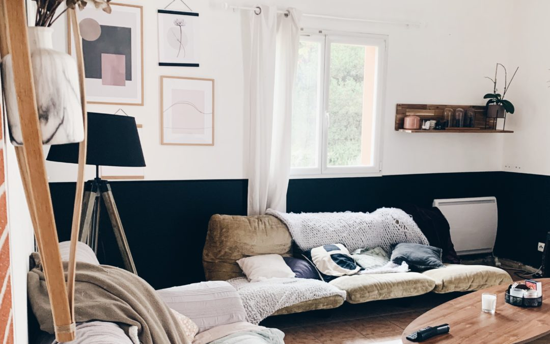 Réaliser un sous-bassement en peinture dans une pièce haute de plafond !
